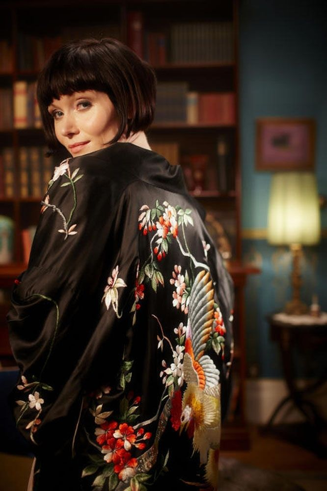 Phryne in one of her many baller kimonos.