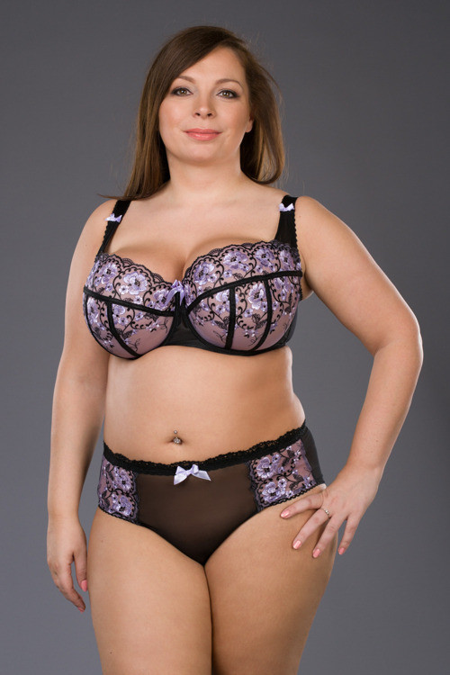 SM Fiolecik by Ewa Michalak. Available in band sizes 30-42 and cup sizes D-K (depending on band size).