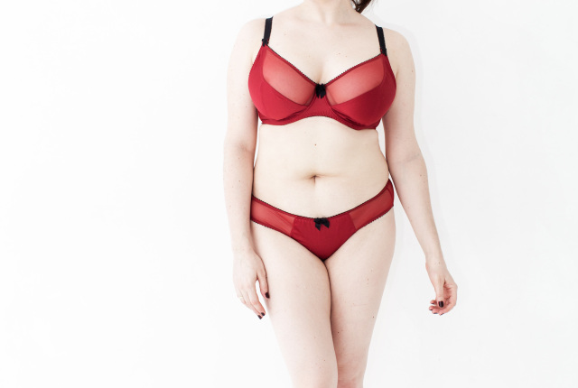 Sweet Nothings reviews Claudette Paramour bra and bikini brief. Photo: Lydia Hudgens