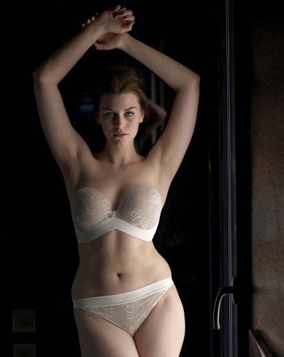 """""""Ultimate Strapless"""" by Wonderbra.  Available in sizes 30-38 DD-G, in Ivory/Beige, Black/Beige, Black, and Beige."""