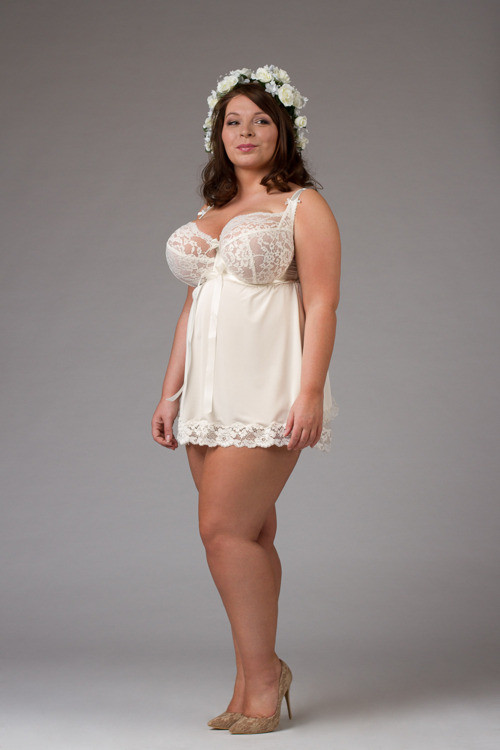 Ewa Michalak Koszulka Babydoll Noc poślubna, band sizes 30-42, cup sizes D-KK depending on band size. 259.00zł (about $69)
