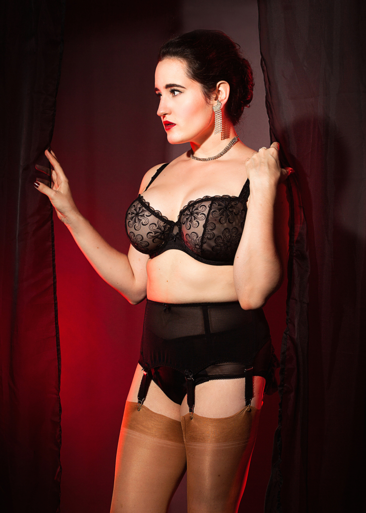 Sweet Nothings reviews Simone Perele Revelation + Cervin Boetie Suspender Belt and Charleston Silk Stockings