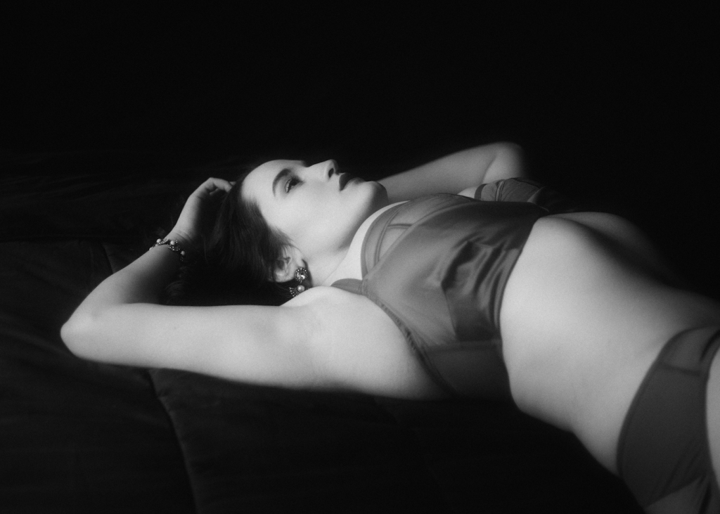Light and Shadow: Boudoir Inspiration from Lillian Bassman and Dear Scarlett. Model: Sweet Nothings, Photo: Studio Rezin